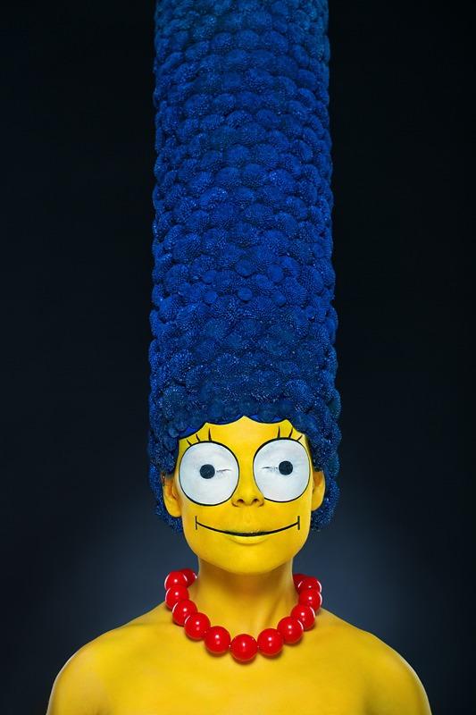 Le maquillage ultra réaliste du visage de Marge Simpson et de ses cheveux