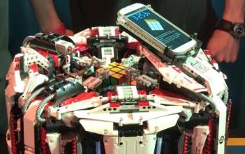 Le robot record du monde de rubik's cube en lego piloté par un galaxy s4