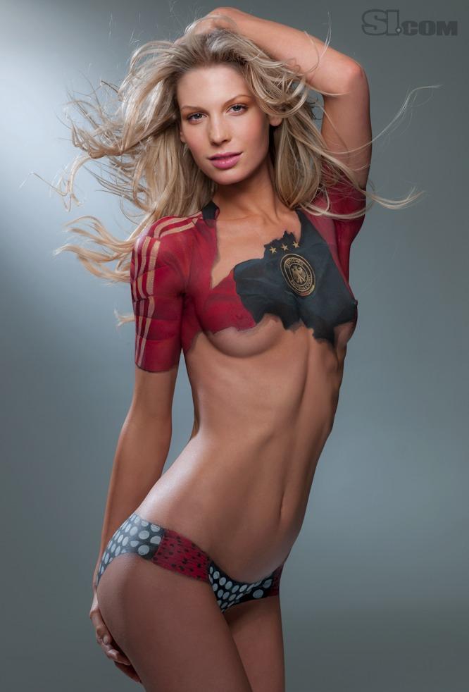 Coupe du monde body painting sexy : Sarah-brandner_body-paint maillot de l'Allemagne