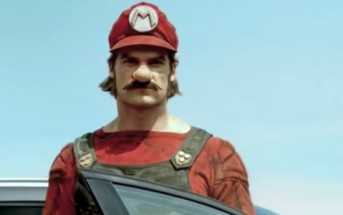 Super Mario conduit la Mercedes GLA dans une pub WTF
