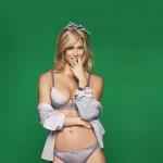 bar-refaeli-joue-lingerie-sexy-passionnata-2014-01