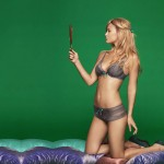 bar-refaeli-joue-lingerie-sexy-passionnata-2014-02