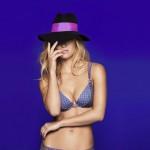 bar-refaeli-joue-lingerie-sexy-passionnata-2014-08
