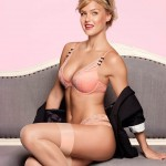bar-refaeli-joue-lingerie-sexy-passionnata-2014-13