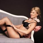 bar-refaeli-joue-lingerie-sexy-passionnata-2014-15