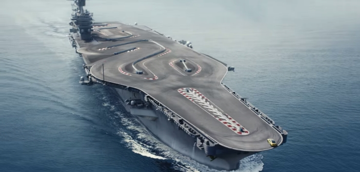 Une BMW M4 drifte sur un porte avion [pub Ultimate Racetrack]