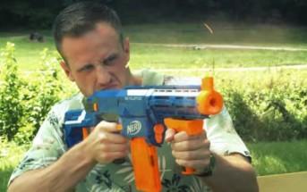 Toy wars : quand 2 papas se font la guerre avec des jouets