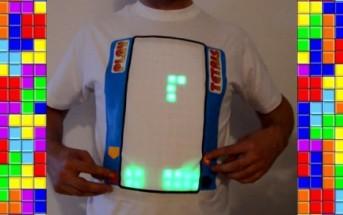 Il joue au jeu vidéo tetris sur son t-shirt électronique