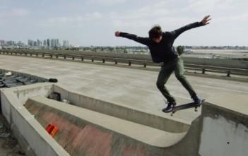 urban isolation du skate dans un los angeles désert