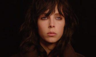 Edie Campbell, mannequin de la pub black opium Yves Saint Laurent