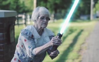 Jedi Grandma : quand mamie s'amuse avec un sabre laser