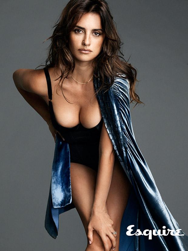 penelope-cruz-femme-plus-sexy-2014-esquire-07