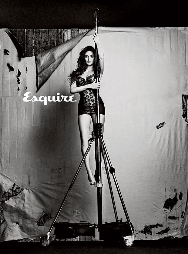 penelope-cruz-femme-plus-sexy-2014-esquire-09