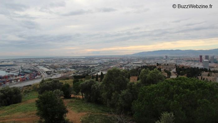 barcelone : vue sur les docks depuis le chateau de montjuic