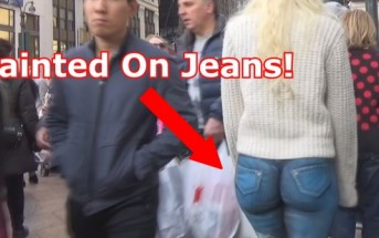Bodypaint Jean : une blonde cul nu à New-York sans pantalon