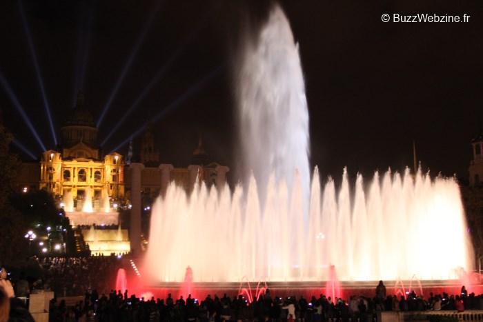 La fontaine magique et palais national à Barcelone