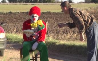 Rémi Gaillard joue au Clown triste entarteur pour Halloween