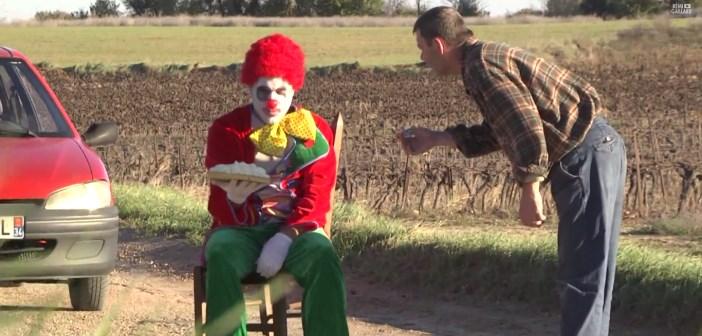 remi gaillard en clown triste entartreur