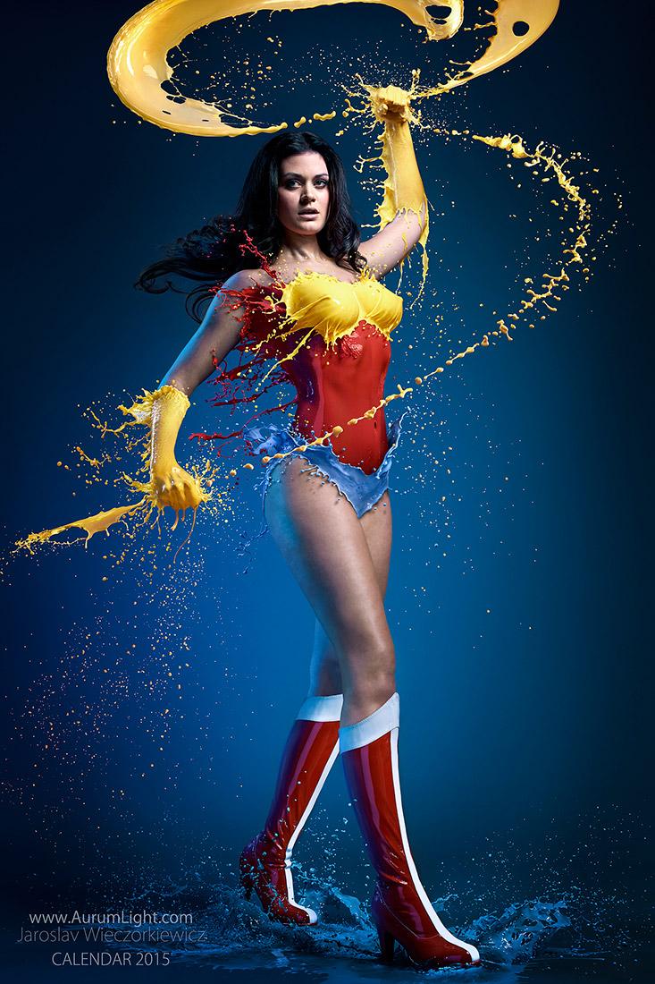 Splash Heroes calendrier 2015 : Miss Octobre Bellalatina Vivo Wonder Woman