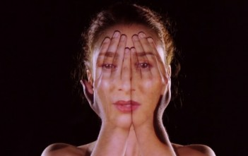 "Le mapping du visage d'Emmy Curl dans le Clip ""Come Closer"""