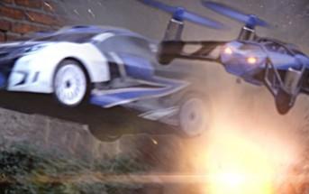 Un combat entre des voitures téléguidées et des mini drones