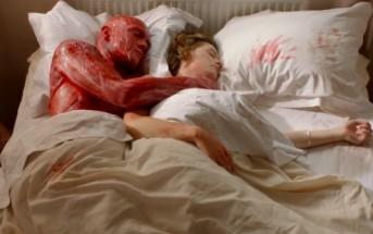 Il enlève sa peau par amour pour sa copine [court-métrage]