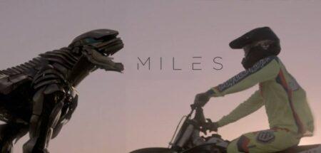 miles : court-métrage avec un robot et un motard