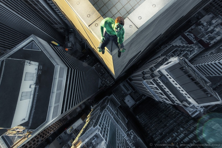 Superheroes on Skyscrapers : Hulk