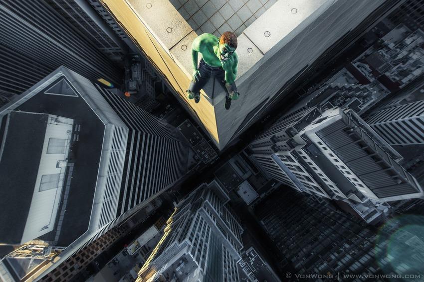 Superheroes on Skyscrapers : Hulk