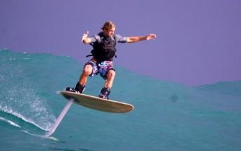 Foilboard : Laird Hamilton surfe (ou vole) sur les vagues de NZ