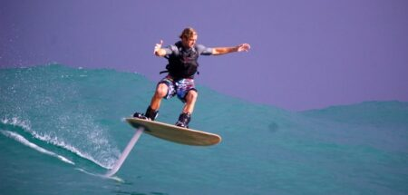foilboard : laird hamilton sur son surf volant