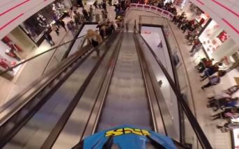 Hannes Slavik fait du VTT freeride dans un centre commercial