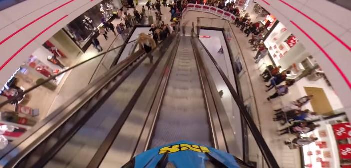 Hannes Slavik fait du VTT dans un centre commercial