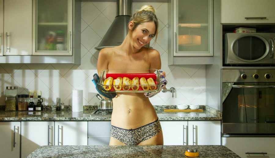 A fuego maximo jenn does nude cooking - 2 8