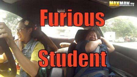 Leona Chin fait du drift à l'auto école - caméra cachée