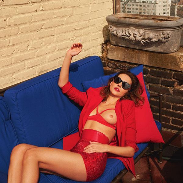 Virginie Ledoyen topless en lingerie rouge dans Lui