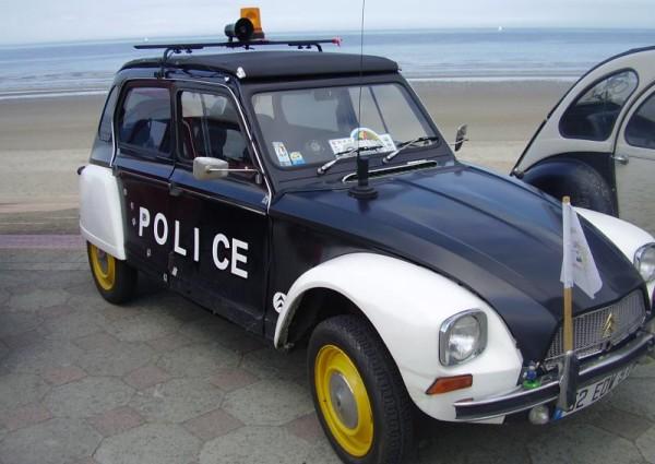 voiture police 2 cv chevaux