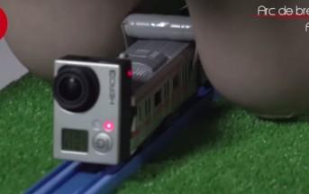 Japon : ils font passer un petit train dans un tunnel de seins