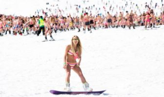 record de ski / snowboard en bikini en Sibérie Russie
