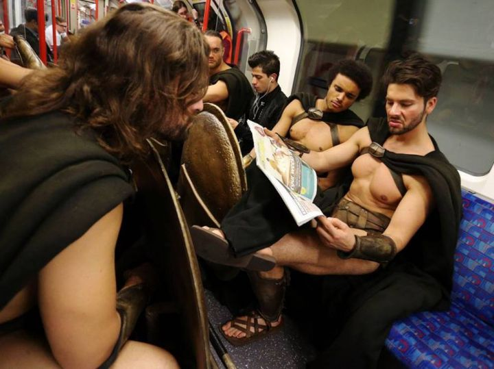 300-spartiates-cosplay-Metro-Londres-05