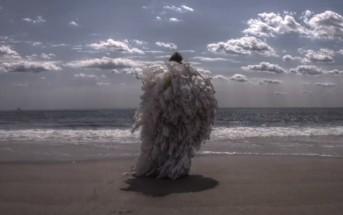 Clip : une créature en sacs plastique prend vie en stop-motion