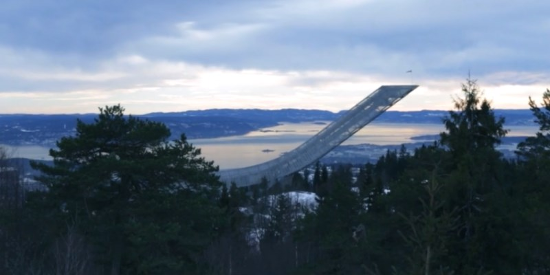 ski hopp : tremplin de saut à ski de Holmenkollen en Norvège (près d'Oslo)