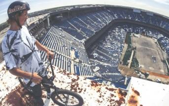 Une session de BMX fantomatique dans un stade abandonné