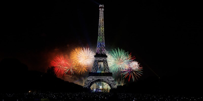 feu d'artifice du 14 juillet 2015 à la tour eiffel à Paris
