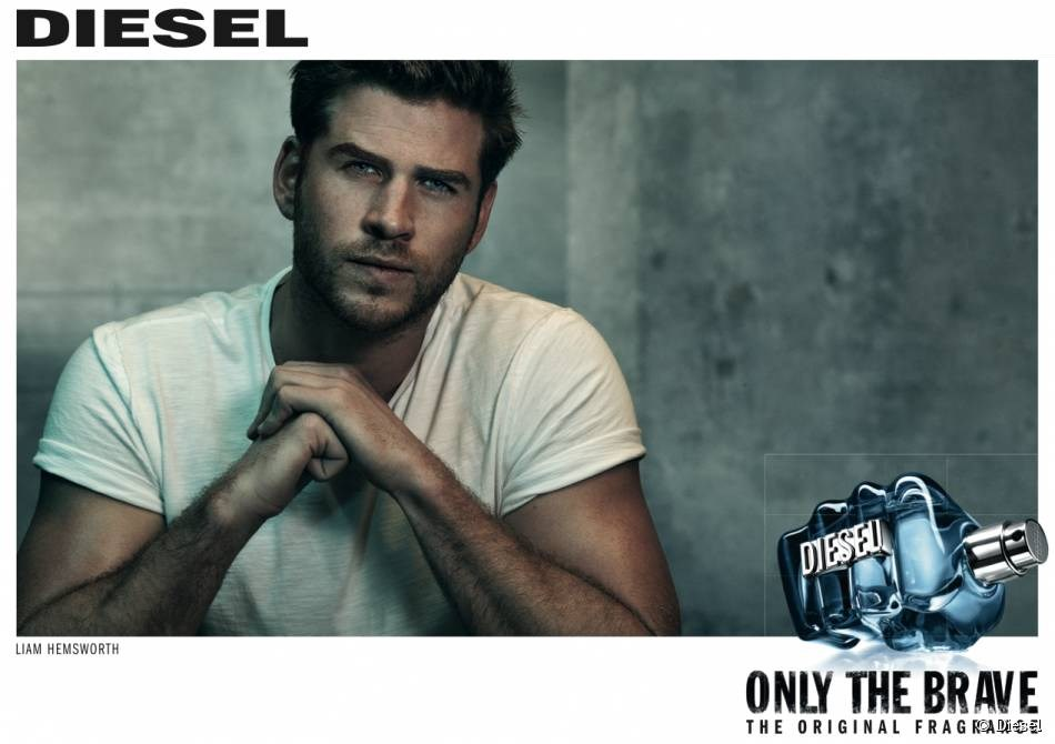 Liam Hemsworth dans la pub only the brave, diesel fragrance