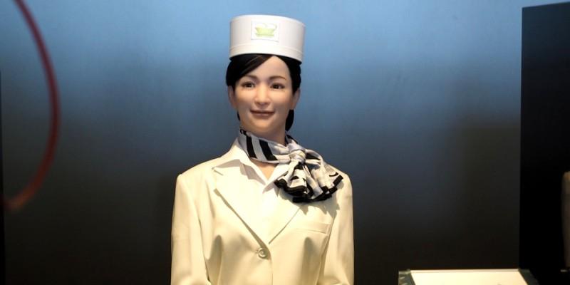 réceptionniste robot dans un hotel au Japon