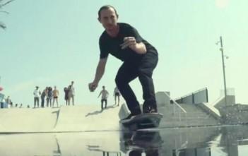 Ross McGouran teste l'hoverboard de Lexus