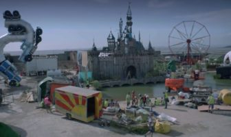 Dismaland : le faux par d'attraction satirique de Banksy