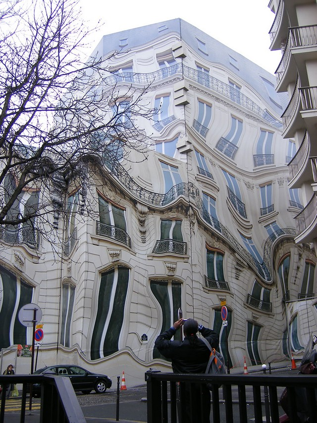 Trompe-l-oeil-avenue-George-V-Paris