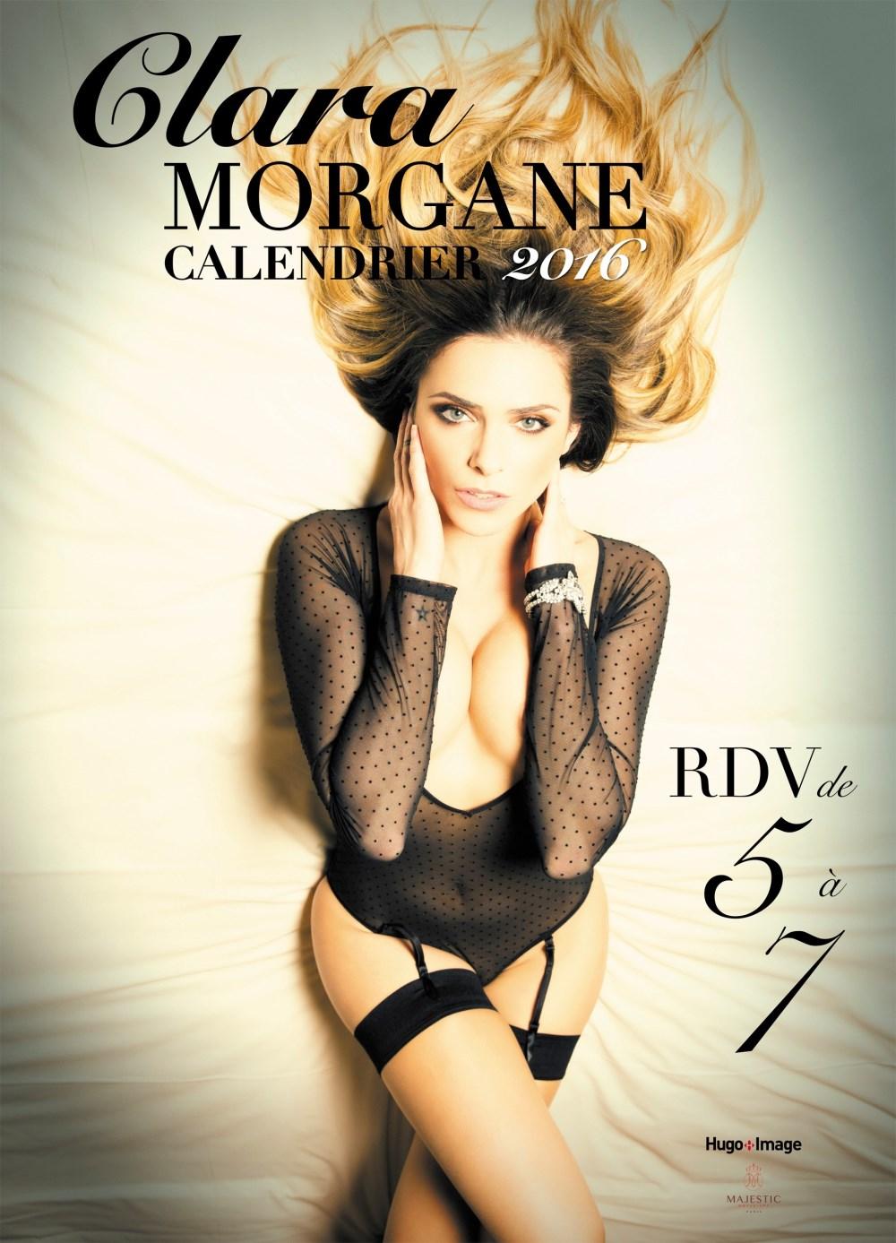 Clara Morgane sexy en couverture de son calendrier 2016